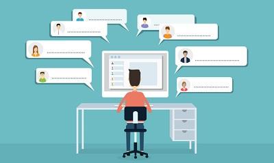 отвечает клиентам из социальных сетей